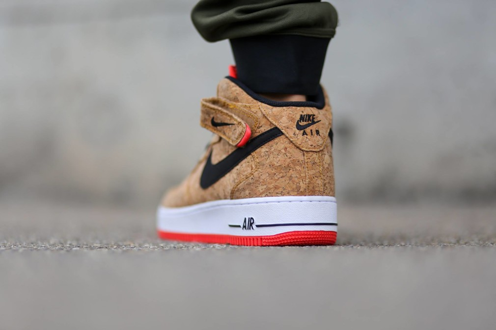 Nike-Air-Force-One-Mid-Cork-748282-100-1010x673.jpg.pagespeed.ce.tuPGHJ4qTZ