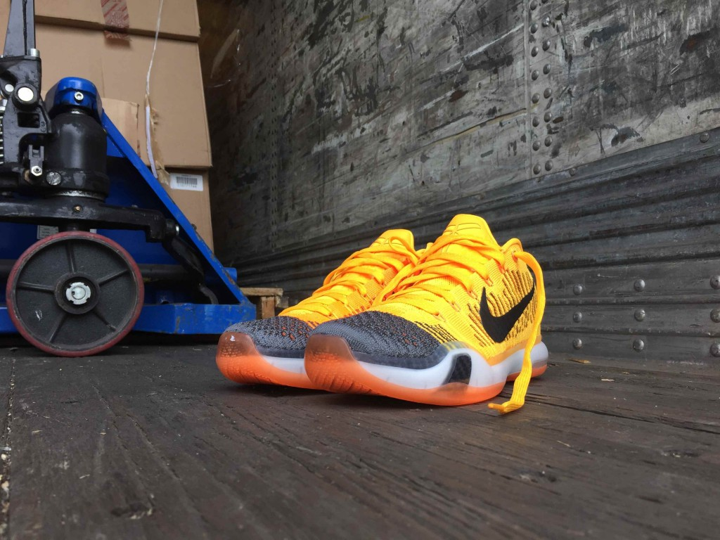 Kobe 10 low Rivalry 747212-818