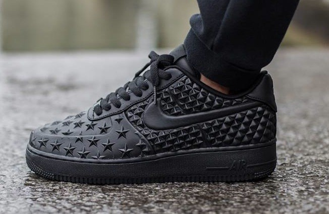 nike-air-force-1-lv8-vt-stars-black-652x425