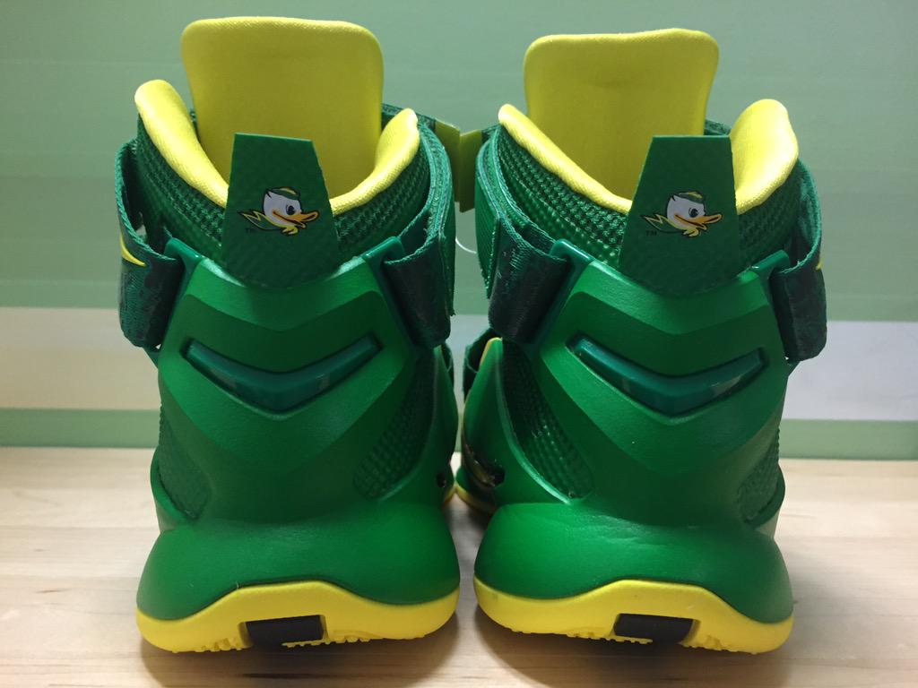 nike-lebron-soldier-9-oregon-ducks-1