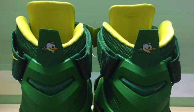 nike-lebron-soldier-9-oregon-ducks-pe-681x393