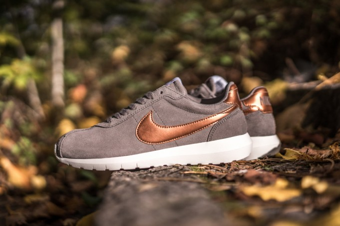 nike-womens-roshe-ld-1000-metallic-red-bronze-681x453