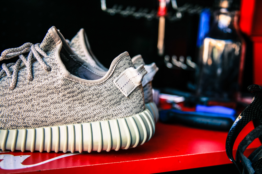YEEZY Boost 350 MoonRock Sneakers App_3